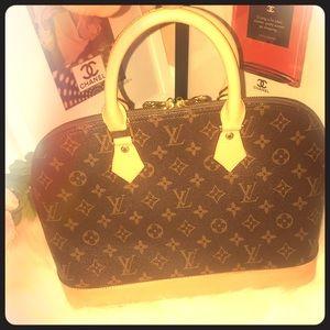Vintage Louis Vuitton Purse (Not Authentic)